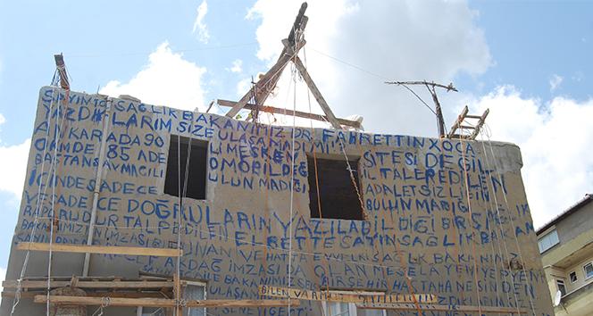 Evin duvarındaki yazıları kimse anlayamadı: Hayretle okumaya çalıştılar