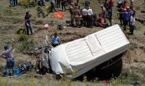 Van'da göçmenleri taşıyan minibüs takla attı: 17 ölü, 50 yaralı