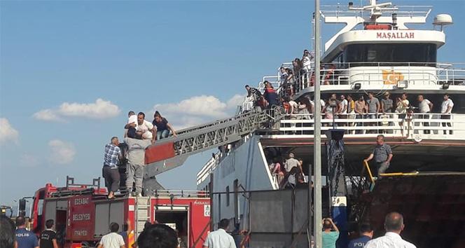 Çanakkale'de feribotun makine dairesinde yangın çıktı, zor anlar yaşandı