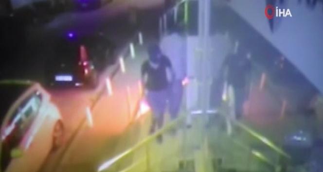 Esenyurt'ta iş yerine giren maskeli hırsızlar güvenlik kamerasında