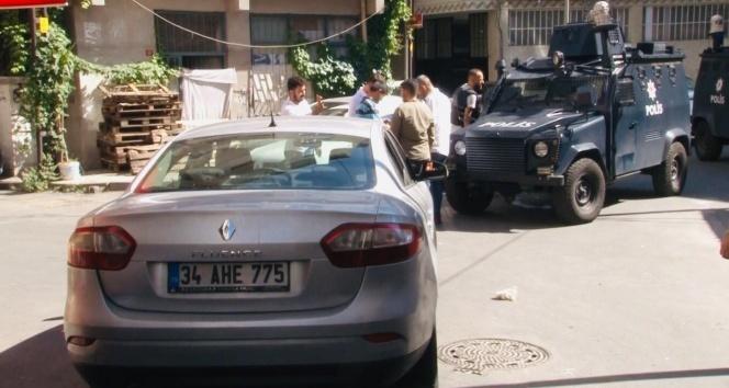 Şişli'de silahlı ve kar maskeli şüpheliler araçla yakalandı