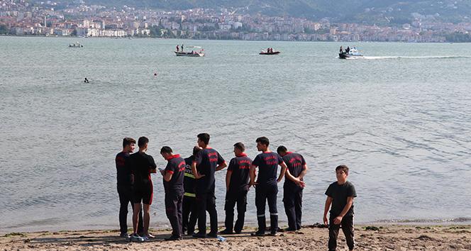 Kocaeli'de denize giren 4 Suriyeli çocuktan 1'i kayboldu