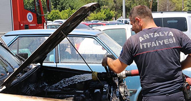 Yayladan gelen araç Antalya sıcağında alev aldı