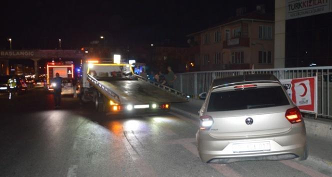 İki otomobil İETT durağına daldı: 8 yaralı