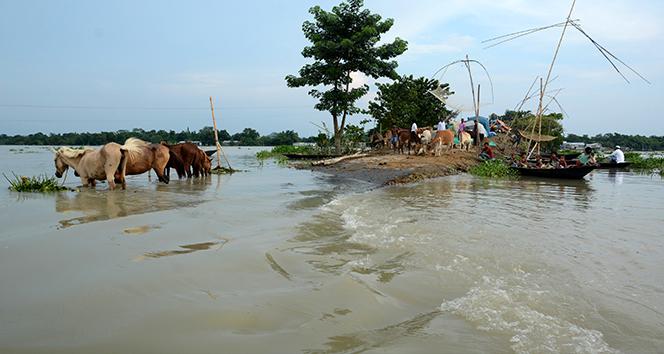 Güney Asya'daki sel felaketinde ölü sayısı 300'ü aştı