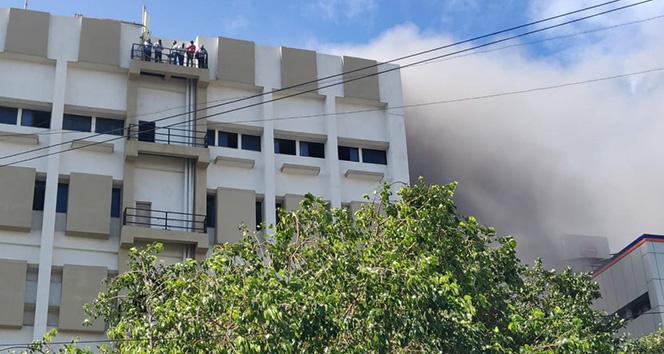 Hindistan'da telekomünikasyon binasında yangın: 100 kişi kurtarıldı