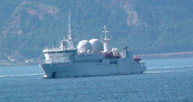 Fransız savaş gemisi Çanakkale Boğazı'ndan geçti !