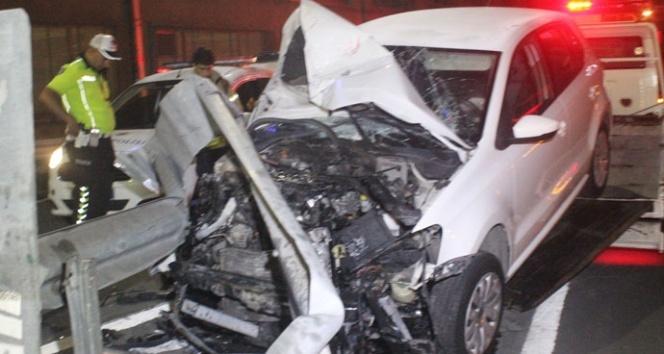 Bariyerlere giren sürücüyü emniyet kemeri kurtardı