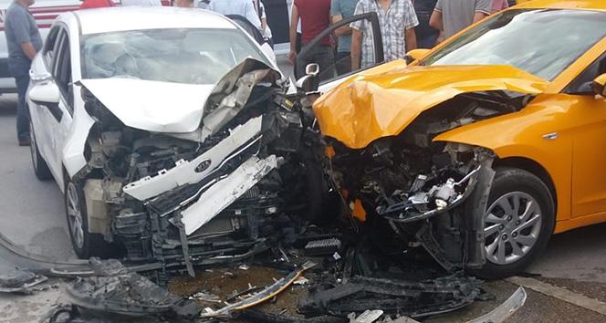 Başkentte ticari araçla otomobil çarpıştı: 6 yaralı