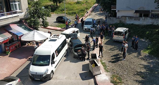Uygulamada polisten kaçan otomobil polis aracına çarparak durdu