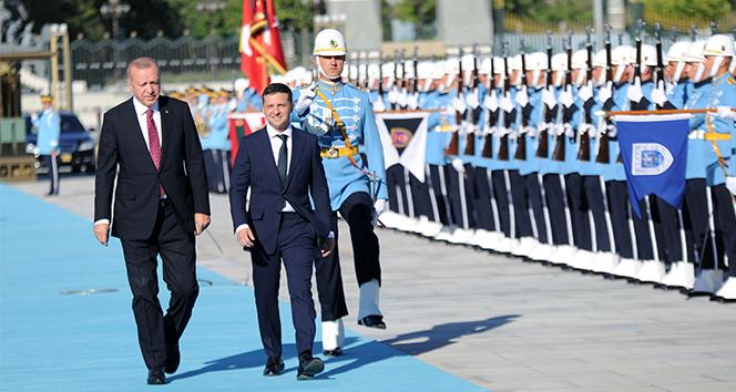 Cumhurbaşkanı Erdoğan, Ukrayna Devlet Başkanı Zelenskiy'i resmi törenle karşıladı