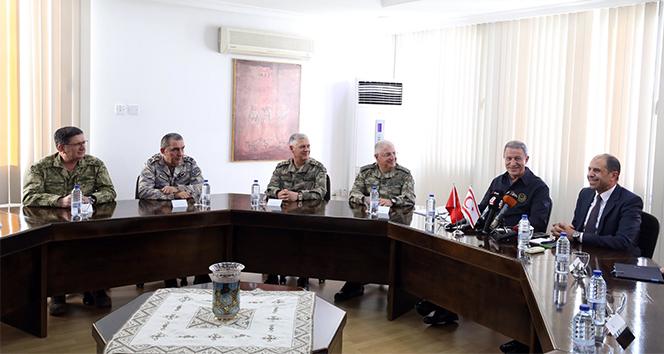 Milli Savunma Bakanı Akar, KKTC Dışişleri Bakanı Özersoy ile görüştü