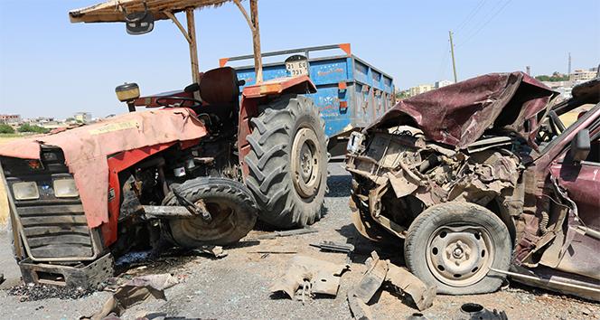 Traktör ile otomobil çarpıştı: 9 yaralı