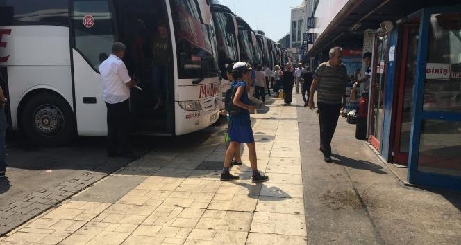 Tatilin son gününde Esenler Otogarında sakinlik havadan görüntülendi