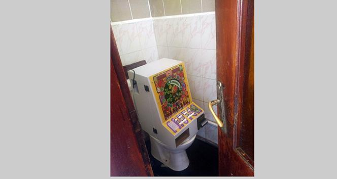 Kumar makinesini tuvalete sakladılar