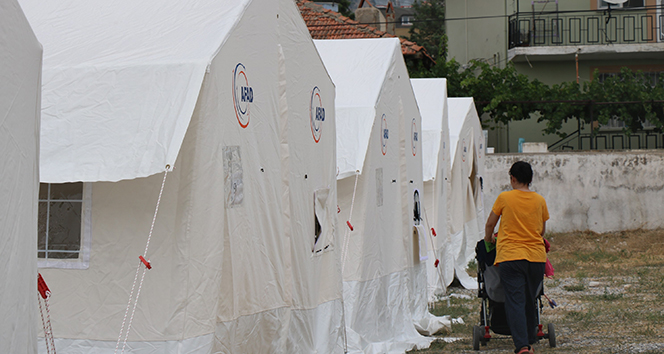 Deprem bölgesinde çadırda yaşam devam ediyor