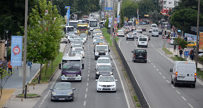 Karadeniz Sahil Yolu'nda bayram trafiği