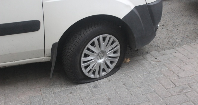 İşe gitmek için araçların başına gelen vatandaşlara şok