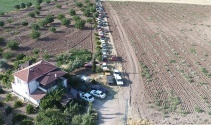 Bir evde 50 araç, gören şaşırıyor