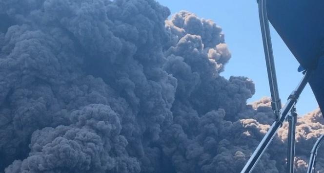 Stromboli yanardağındaki patlama turistleri korkuttu