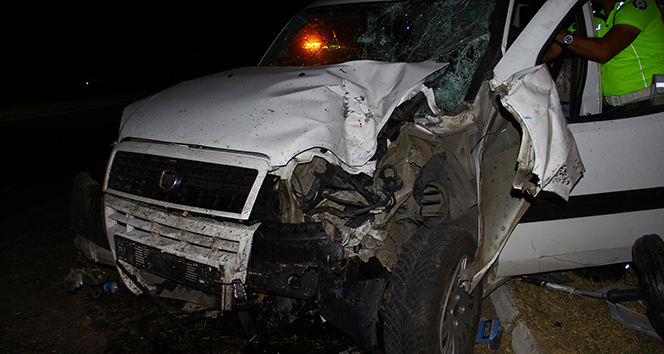 Hız göstergesi 190 Km'de takılı kaldı, 4 kişi yaralandı
