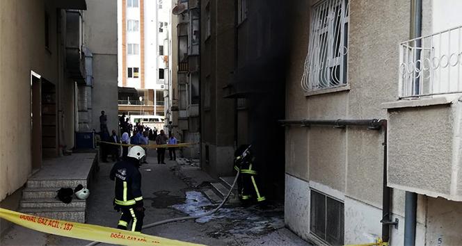 Apartmanın bodrum katında çıkan yangın korkuttu