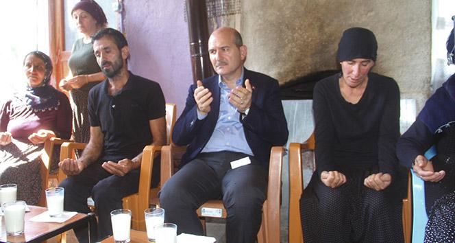 Bakan Soylu, terör kurbanı 2 kardeşin ailesini ziyaret etti