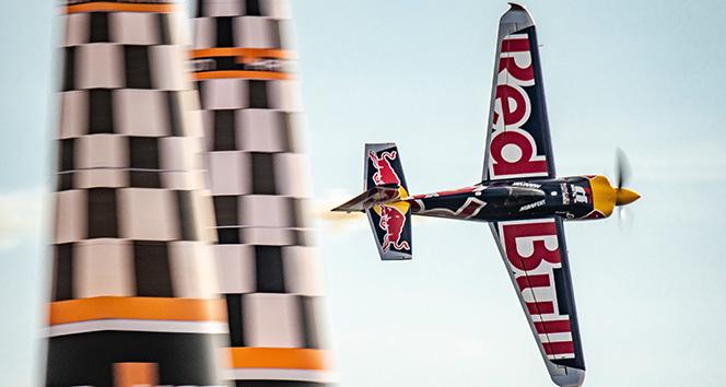 Red Bull Air Race'te şampiyon Matt Hall