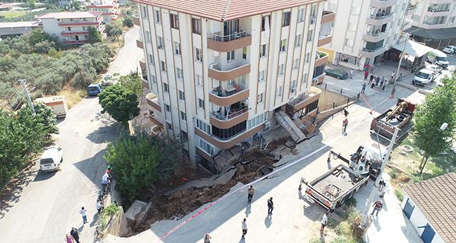 İstinat duvarı çöktü, 28 aile evinden oldu