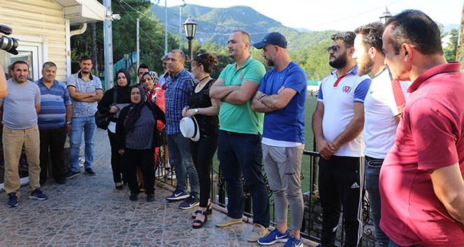 Karabükspor'dan maaşlarını alamayan eski çalışanlar eylem yaptı
