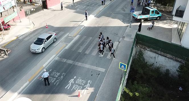 İstanbul'da zabıta ekiplerinden okul önlerinde drone ile denetim