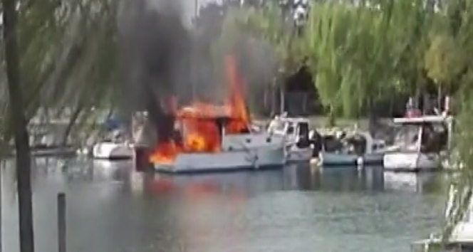 Menekşe sahilinde korkutan tekne yangını