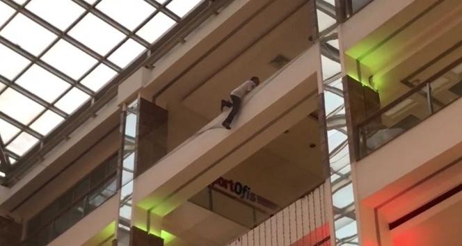 Bakırköy'de AVM'de intihar girişimi
