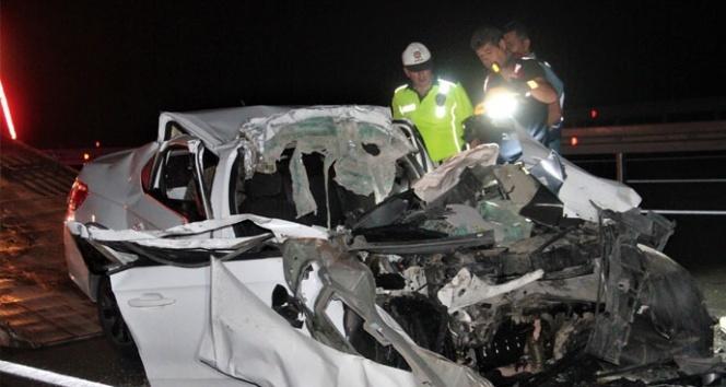 Çimento yüklü kamyona arkadan çarptı: 2 ölü