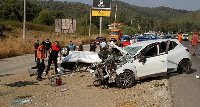 Otomobil karşıdan gelen araçla kafa kafaya çarpıştı: 1 ölü, 1 yaralı