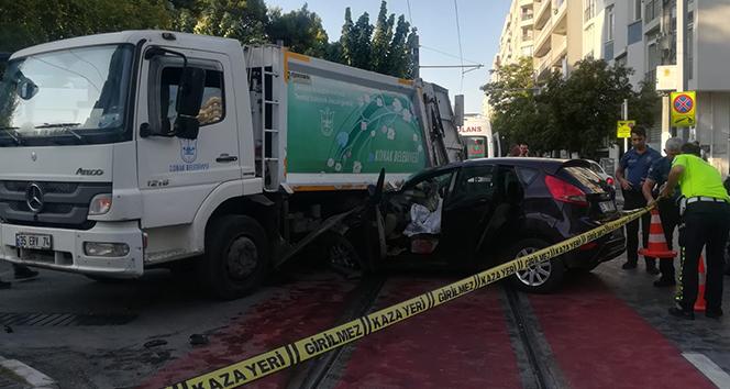 İzmir'de trafik kazası: 2 ölü, 2 yaralı
