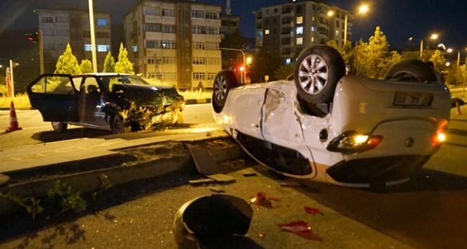 Kastamonu'da kavşakta otomobiller çarpıştı: 4 yaralı