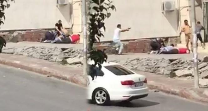 Avcılar'da güpegündüz silahlı kavga kamerada