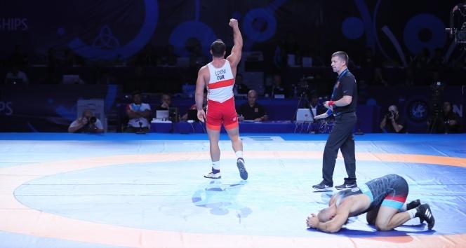 Milli güreşçi Cenk İldem Dünya 3.'sü oldu!
