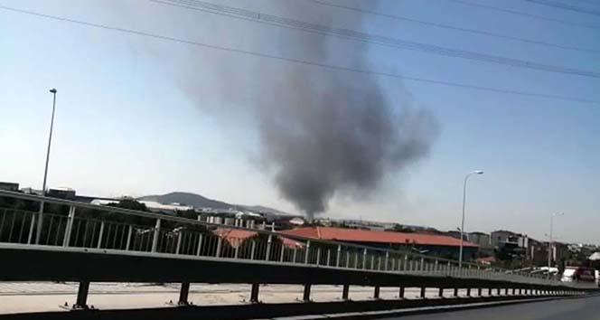 Tuzla'da polyester fabrikasındaki yangın kısmen kontrol altına alındı