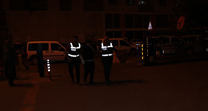 4 ayrı suçtan aranan şahıs polisi görünce pencereden atladı