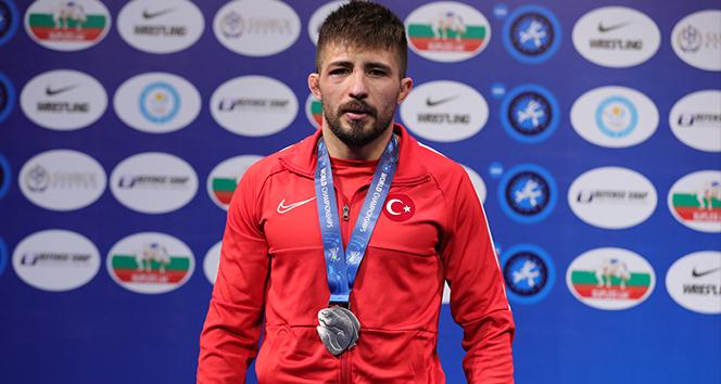 Milli güreşçi Süleyman Atlı, gümüş madalya kazandı!