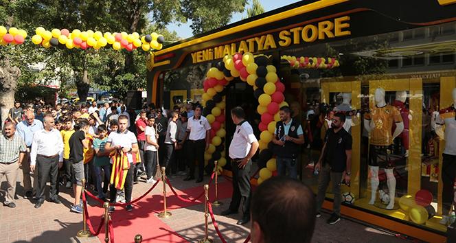 Yeni Malatyasporlu futbolculara büyük ilgi