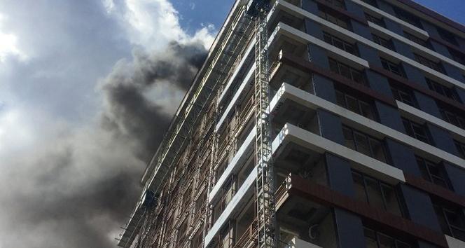 Gaziosmanpaşa'da 14 katlı inşaatta yangın