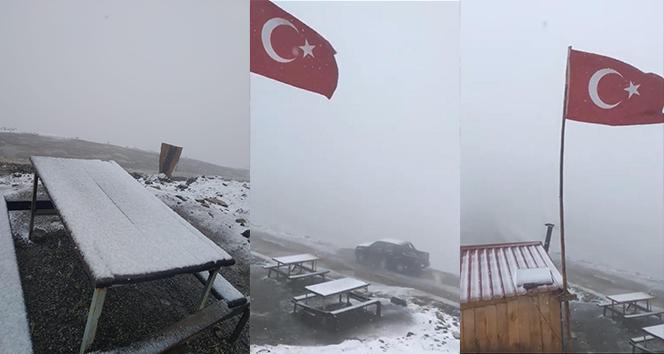 Doğu Karadeniz'in yüksek kesimlerine mevsimin ilk karı yağdı