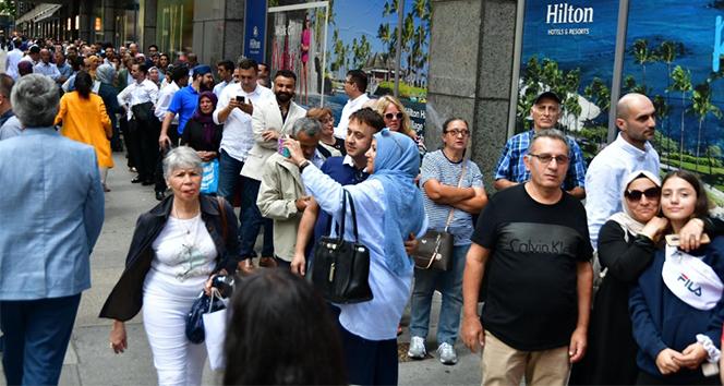 ABD'li Türkler, Cumhurbaşkanı Erdoğan'ı görmek için otelin önünde uzun kuyruklar oluşturdu
