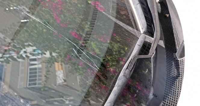 Serseri kurşun hareket halindeki otomobilin ön camına isabet etti