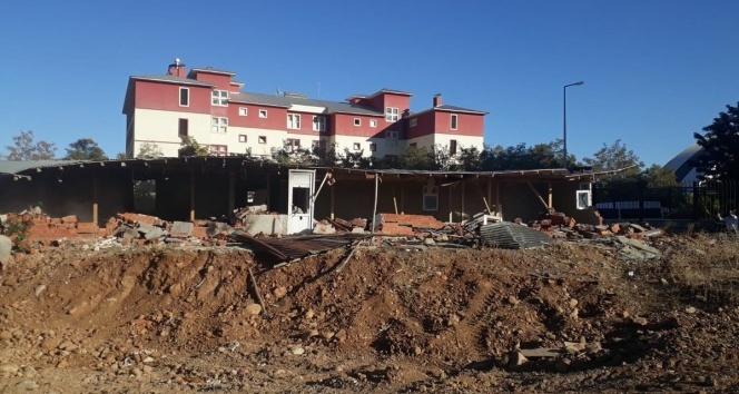 Bingöl'de kaçak büfe kaldırıldı, metruk yapı yıkıldı