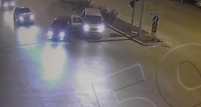 Drift yapan sürücüyle polis kovalamacası kamerada