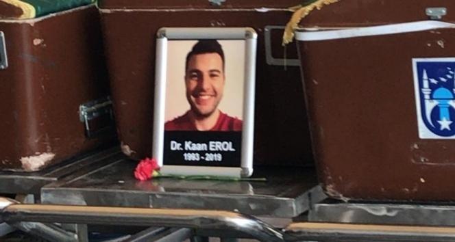 Meslektaşı tarafından öldürülen doktor son yolculuğuna uğurlandı
